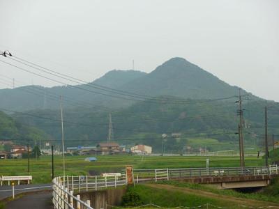 益田市大草町から見た比礼振山