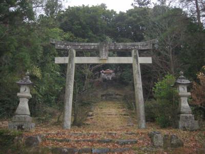 島根県益田市の佐毘賣山神社・鳥居から見た拝殿