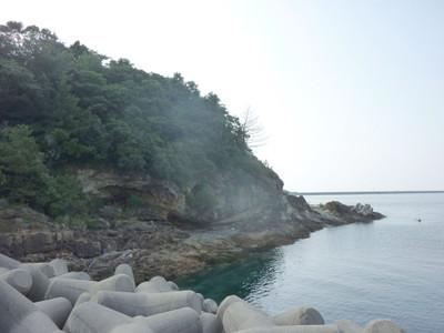大島と小島の間の入江