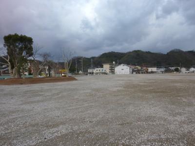 浜田川方面から見た旧浜田医療センター跡地