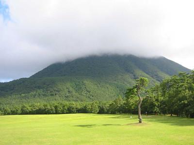 雲のかかった三瓶山