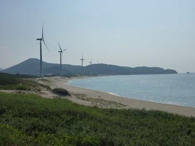 浅利富士と浅利海岸と風車