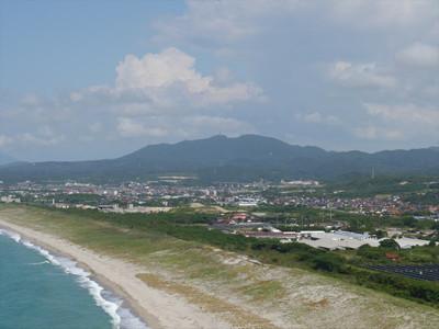 島根県江津市波子町の大崎鼻灯台から見た高角山(島の星山)