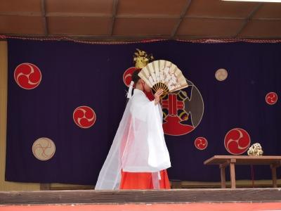 橘樹神社の奉納神楽・巫女舞