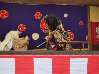 橘樹神社の奉納神楽・神逐蓑笠・五穀本現・保食神の種が臭いと怒って、素戔嗚命が保食神を斬ってしまう