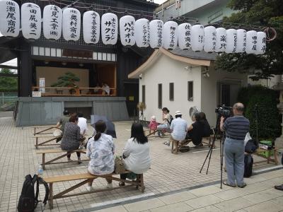 水天宮平沼神社・横越社中による奉納神楽・今回は昼間から観客がいた