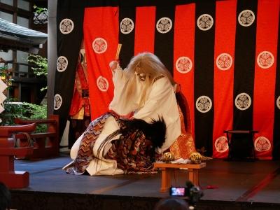 萩原社中・日代之宮・景行天皇、熊襲征伐に行かないと答えた大碓命を打擲する